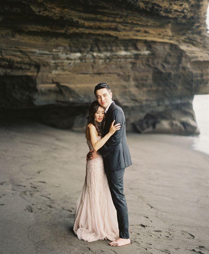 Matthew & Michelle Engagement by Arta Photo - 001