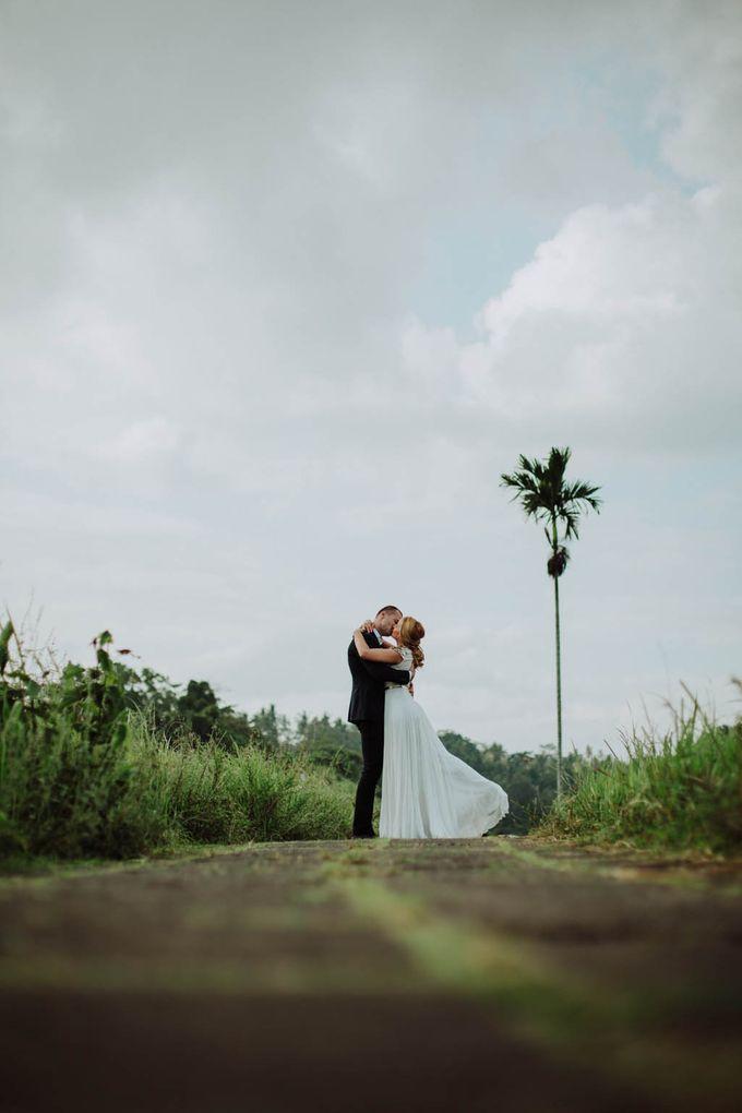 Intimate post wedding session of Corina & Razvan by Ario Narendro Photoworks - 016
