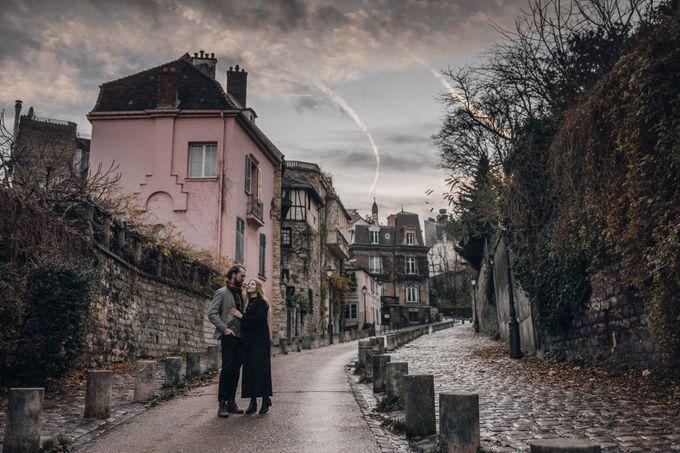 Intimate Couple Photoshoot In Paris by Février Photography | Paris Photographer - 014