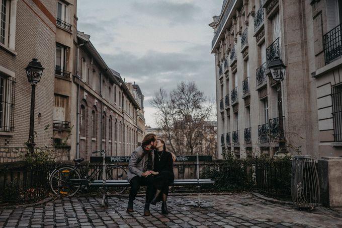 Intimate Couple Photoshoot In Paris by Février Photography | Paris Photographer - 013