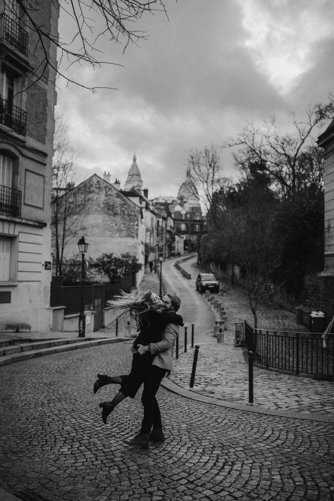 Intimate Couple Photoshoot In Paris by Février Photography | Paris Photographer - 003