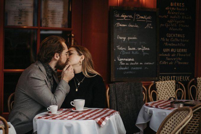 Intimate Couple Photoshoot In Paris by Février Photography | Paris Photographer - 005