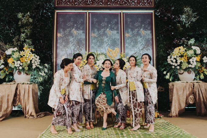 Javanese Traditional Wedding Theme at Dharmawangsa Hotel by Terralogical - 045