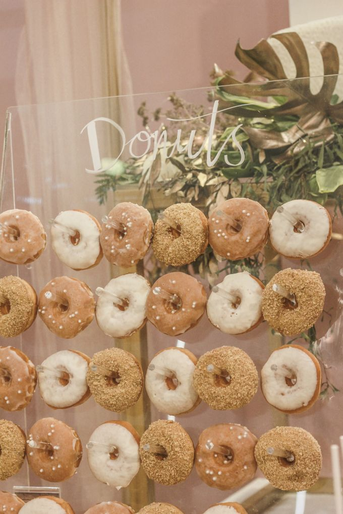 Donut Wall by Gordon Blue Cake - 002