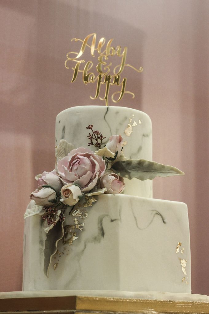 Two Tiers by Gordon Blue Cake - 012