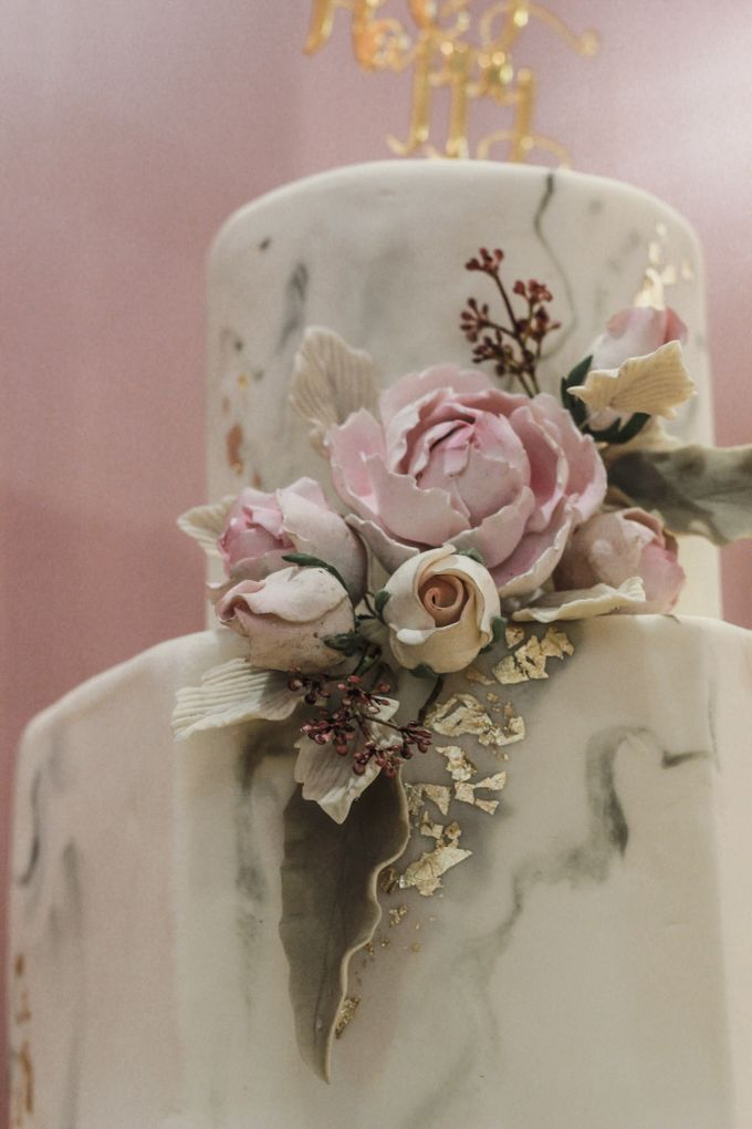 Two Tiers by Gordon Blue Cake - 013