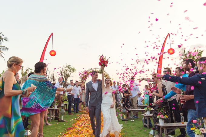 Colorful Day For Jess & Jack by D'studio Photography Bali - 008