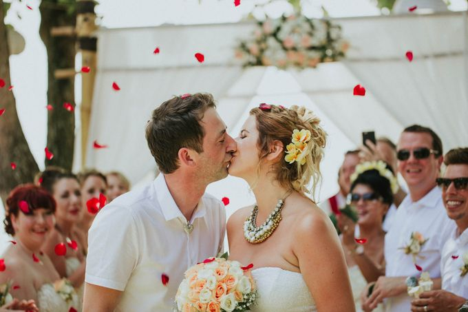 Romantic beach front wedding of Allan & Emma by Ario Narendro Photoworks - 027