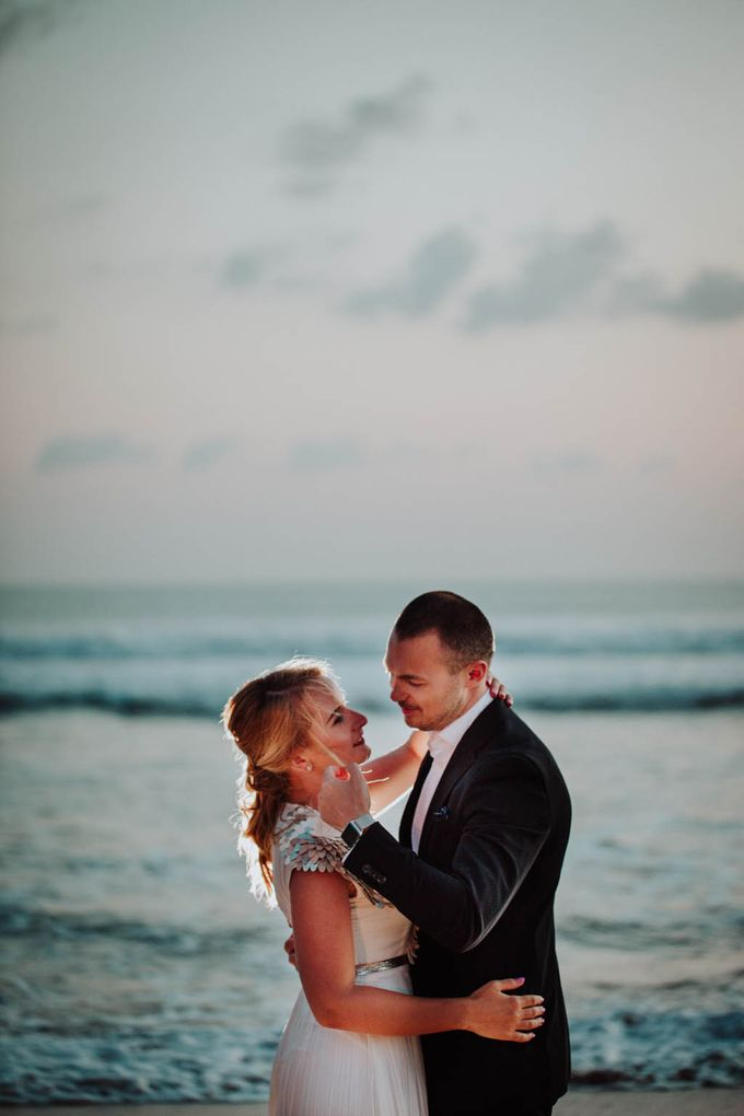 Intimate post wedding session of Corina & Razvan by Ario Narendro Photoworks - 020