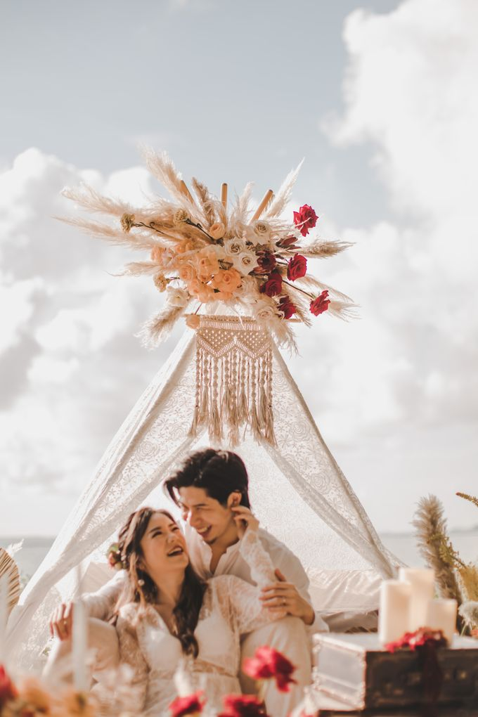 Bohemian Beach Picnic Styled Shoot by Whimsey June - 014