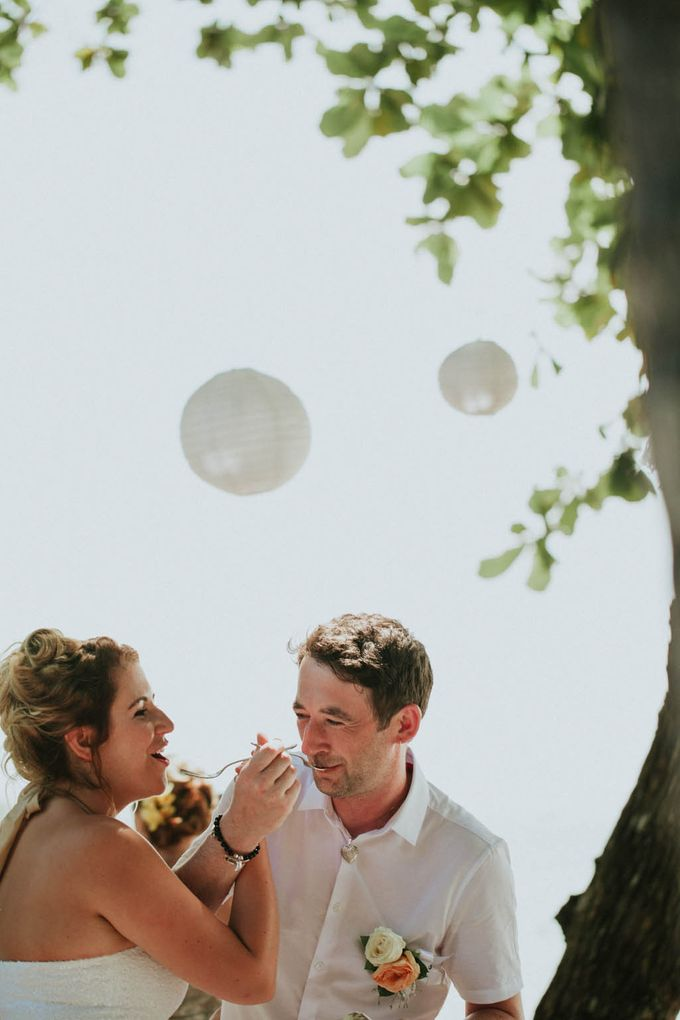 Romantic beach front wedding of Allan & Emma by Ario Narendro Photoworks - 028
