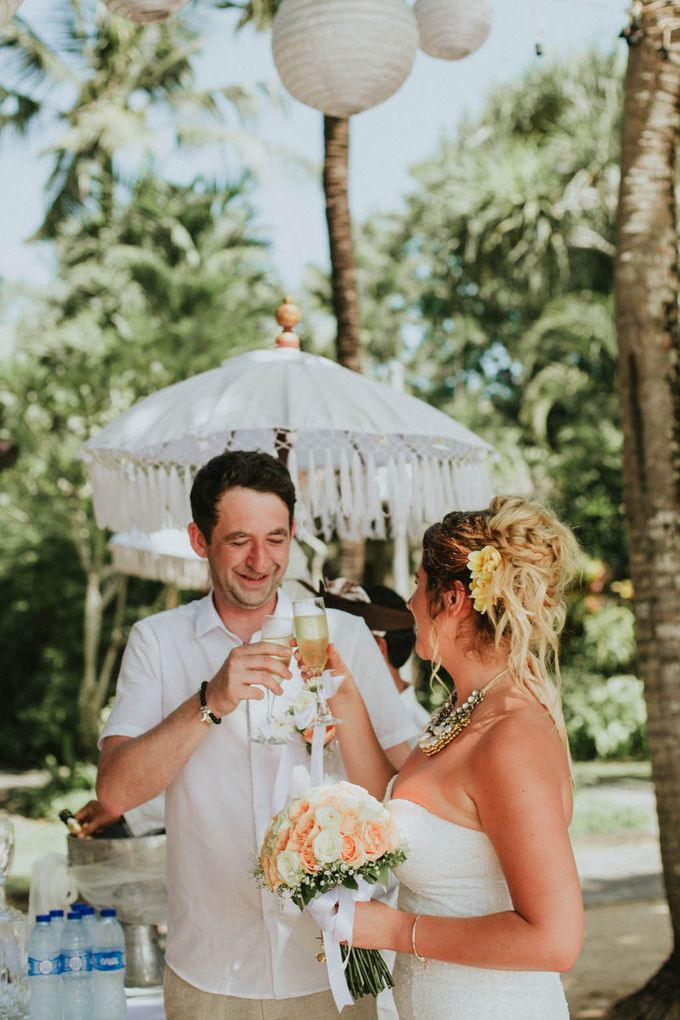 Romantic beach front wedding of Allan & Emma by Ario Narendro Photoworks - 029