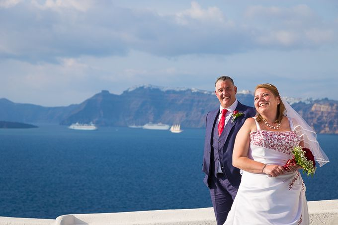 Beach wedding in Santorini by Red Knot Weddings & Events - 006