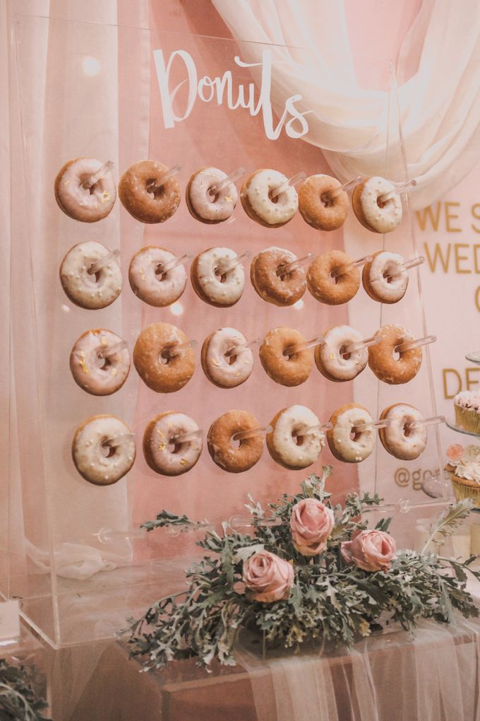 Donut Wall by Gordon Blue Cake - 004