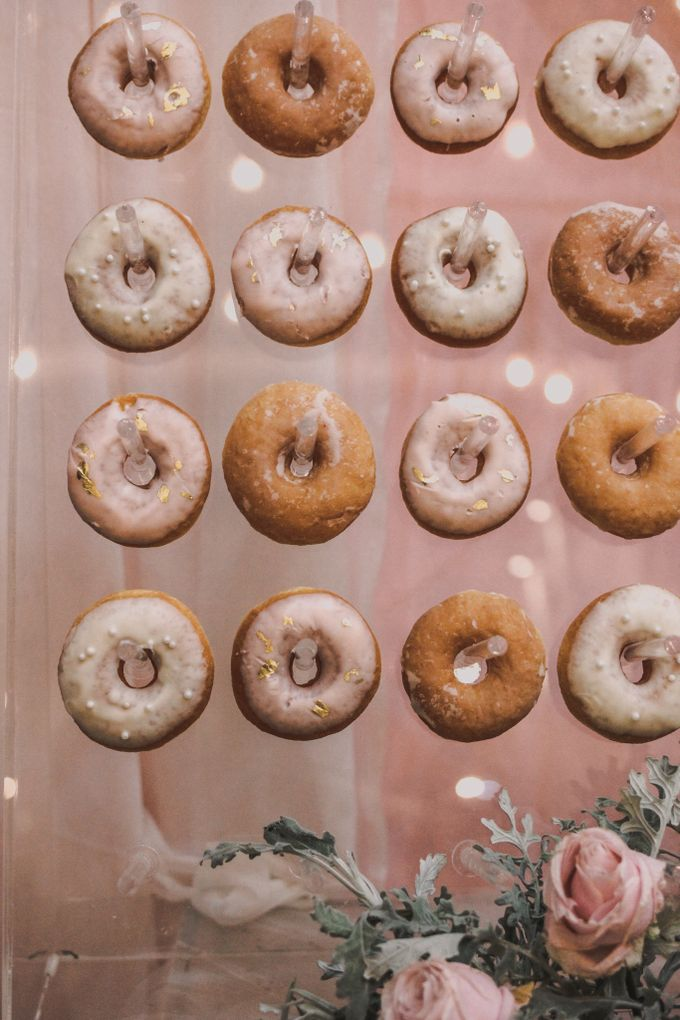 Donut Wall by Gordon Blue Cake - 005