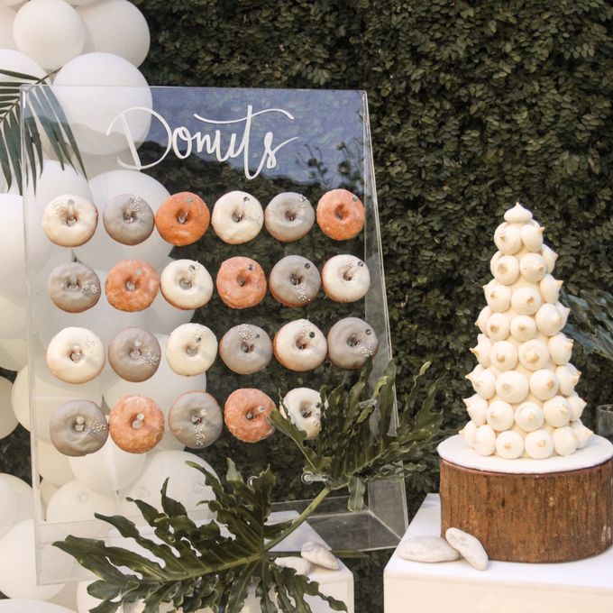 Donut Wall by Gordon Blue Cake - 006