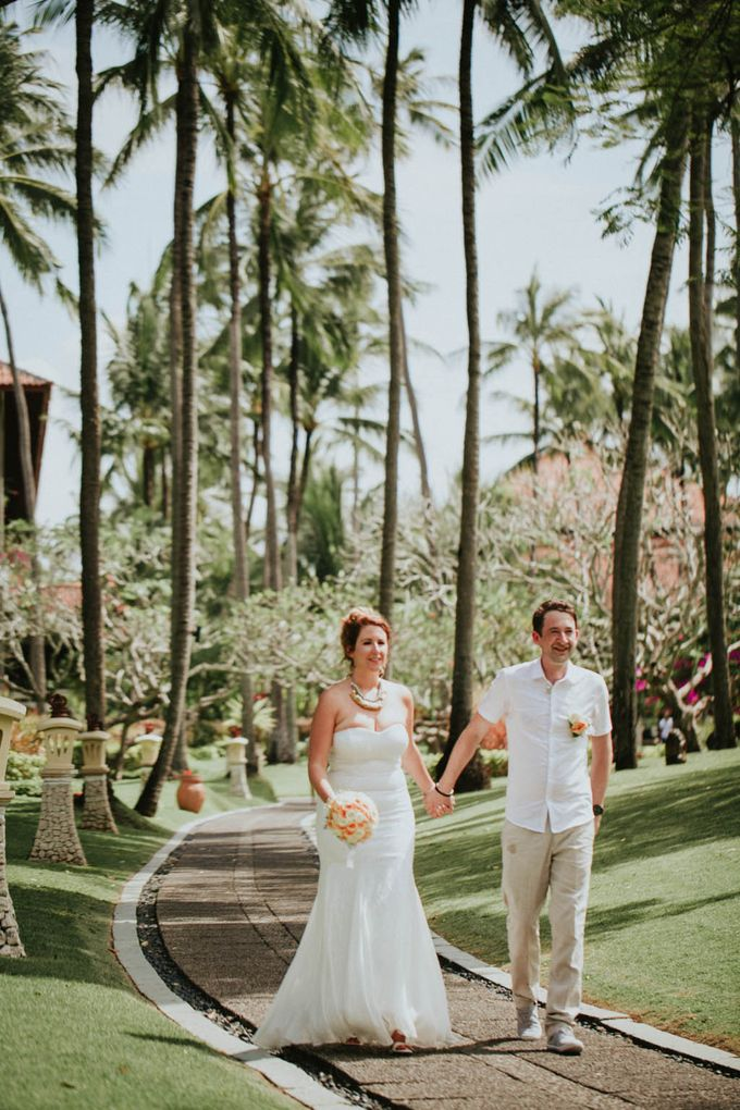 Romantic beach front wedding of Allan & Emma by Ario Narendro Photoworks - 034