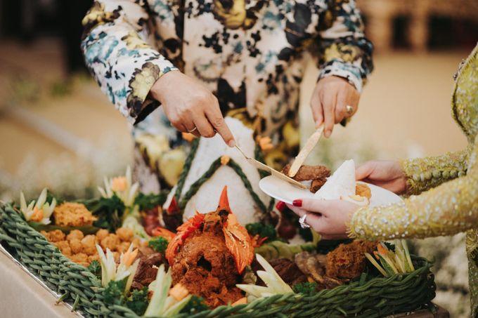Javanese Traditional Wedding Theme at Dharmawangsa Hotel by Terralogical - 029