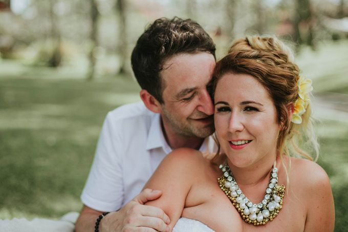 Romantic beach front wedding of Allan & Emma by Ario Narendro Photoworks - 035