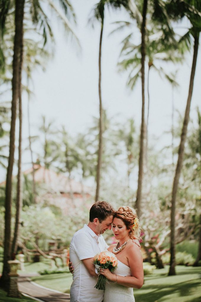 Romantic beach front wedding of Allan & Emma by Ario Narendro Photoworks - 036