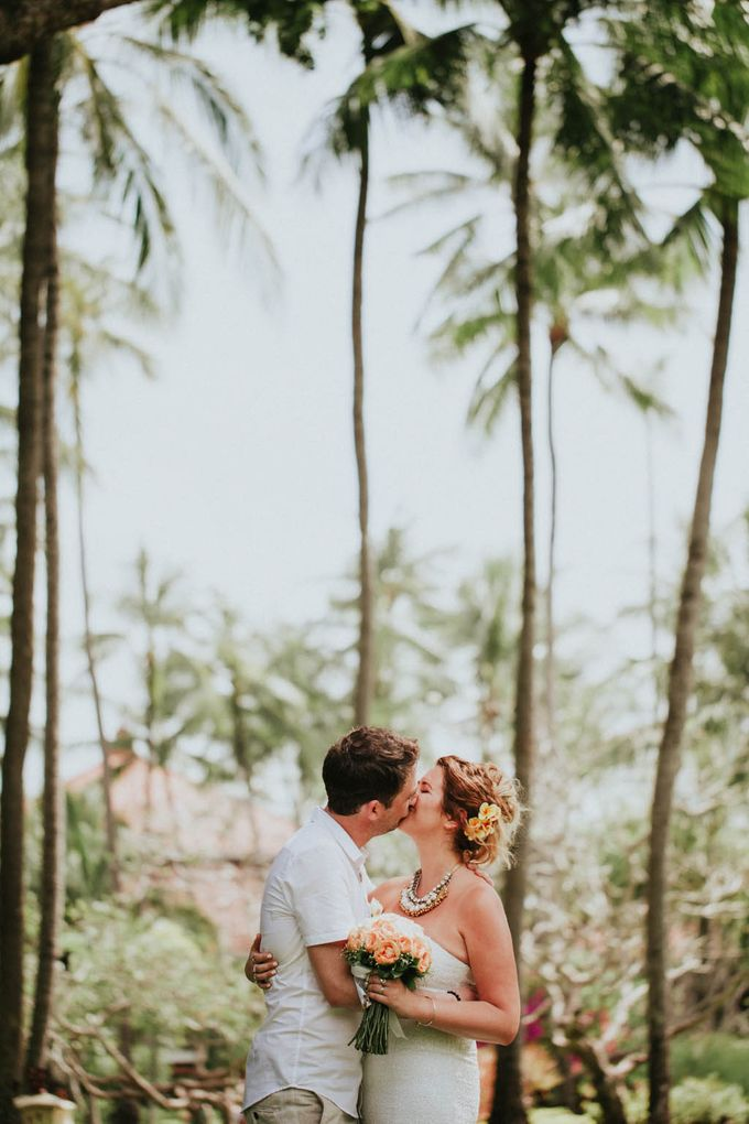 Romantic beach front wedding of Allan & Emma by Ario Narendro Photoworks - 037