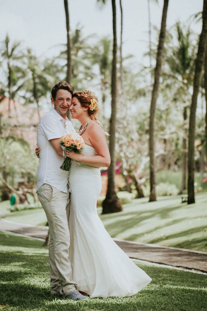 Romantic beach front wedding of Allan & Emma by Ario Narendro Photoworks - 038