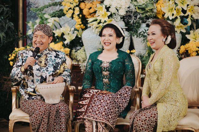 Javanese Traditional Wedding Theme at Dharmawangsa Hotel by Terralogical - 048