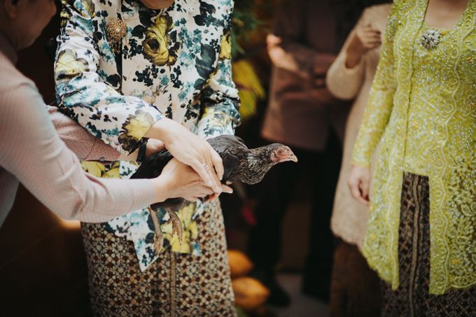 Javanese Traditional Wedding Theme at Dharmawangsa Hotel by Terralogical - 049