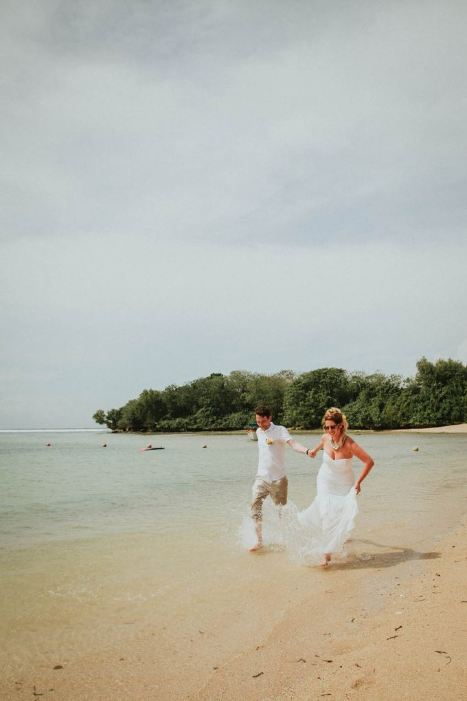 Romantic beach front wedding of Allan & Emma by Ario Narendro Photoworks - 039