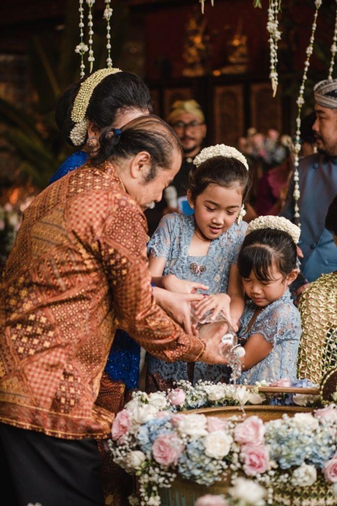 JAVANESE TRADITIONAL TINGKEBAN by Bali Izatta Wedding Planner & Wedding Florist Decorator - 006