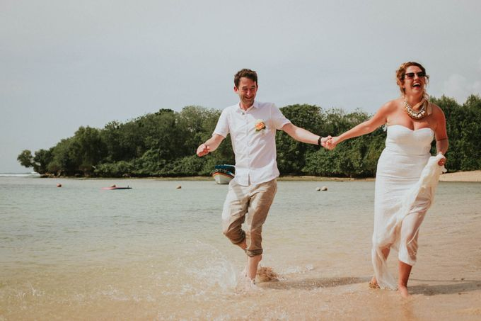 Romantic beach front wedding of Allan & Emma by Ario Narendro Photoworks - 040