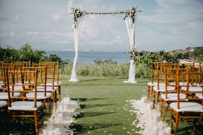Sweet Rustic Wedding at New Kuta Golf & Villa Bayu Bali by Silverdust Decoration - 001