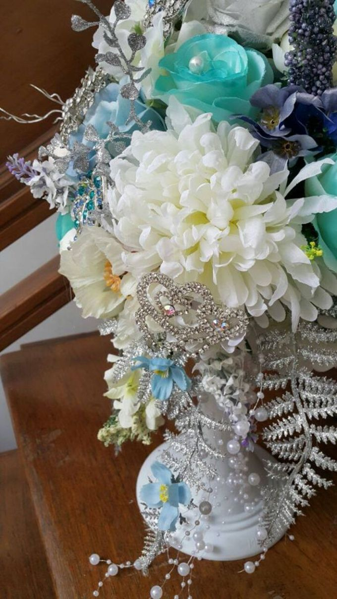 ENCHANTED WEDDING BOUQUET by LUX floral design - 009