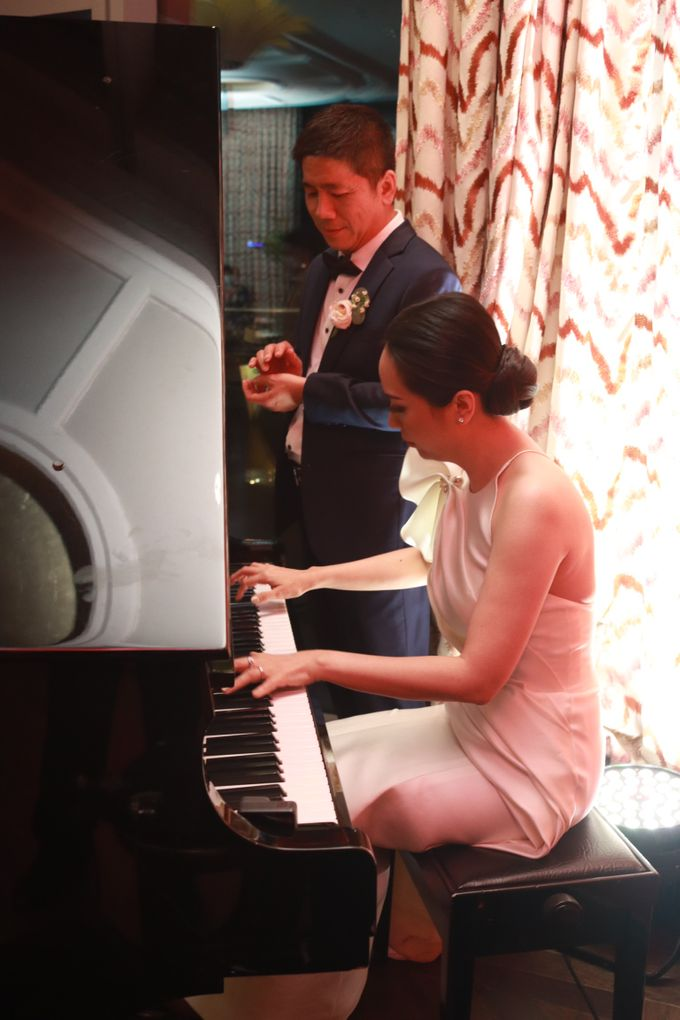 Fine Dinning Intimate entertainment wedding at Alto Restaurant Four Seasons Jakarta - Double V Entertainment by Hian Tjen - 013