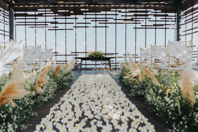 Romantic Modern Wedding at Alila Uluwatu Bali by Silverdust Decoration - 003