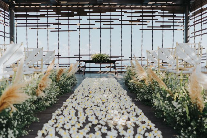 Romantic-Modern Wedding at Alila Uluwatu by Silverdust Decoration - 040