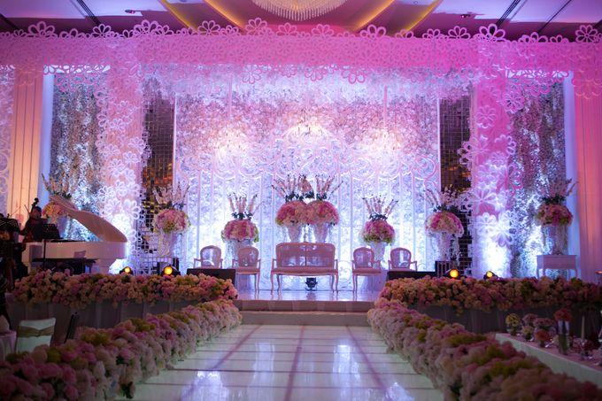 Romantic decoration by crowne plaza semarang bridestory add to board romantic decoration by crowne plaza semarang 002 junglespirit Images