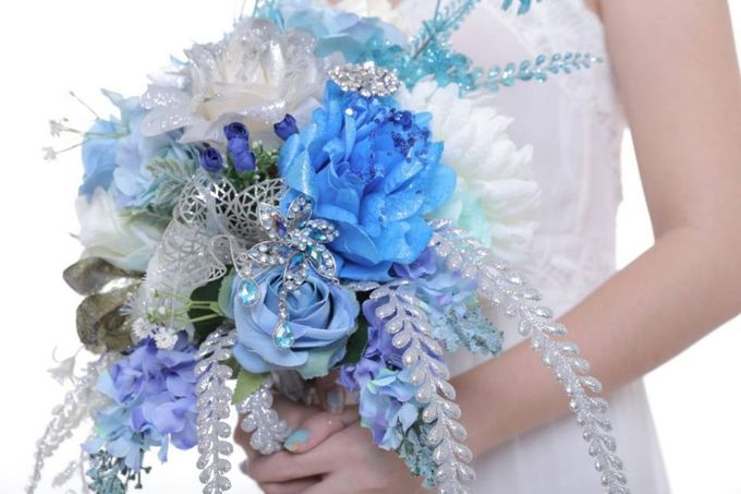 ENCHANTED WEDDING BOUQUET by LUX floral design - 033