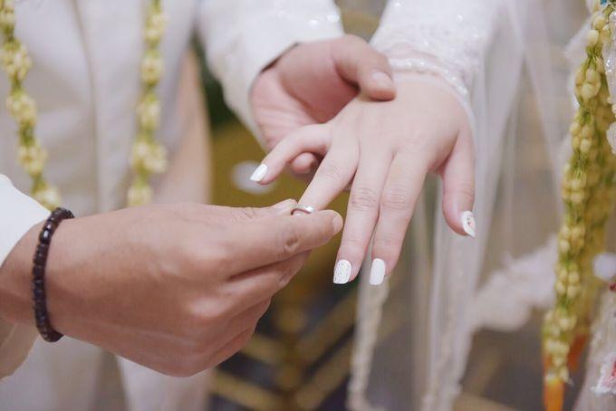 Dinar Wedding Nails by PONINONI NAILS - 001
