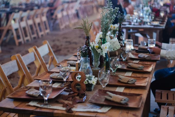 Barn Themed Wedding - Oliver and Sally by Mot Rasay Photography - 009