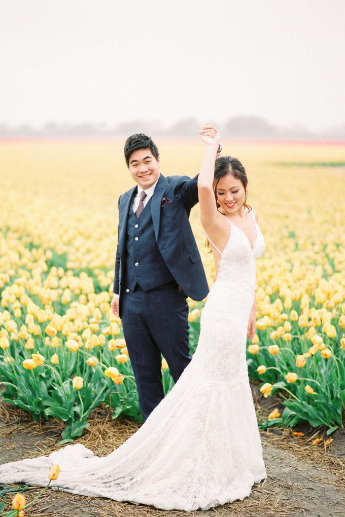 Romantic Flower Fields Pre-Wedding Shoot by Rox and San Photography - 002