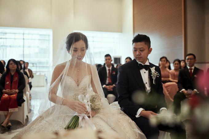 Holy Matrimony Moment at Menara Mandiri by  Menara Mandiri by IKK Wedding (ex. Plaza Bapindo) - 005
