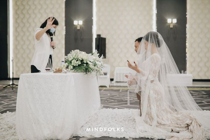 Holy Matrimony Moment at Menara Mandiri by  Menara Mandiri by IKK Wedding (ex. Plaza Bapindo) - 008