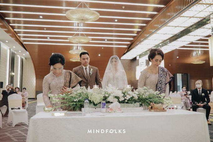 Holy Matrimony Moment at Menara Mandiri by  Menara Mandiri by IKK Wedding (ex. Plaza Bapindo) - 009