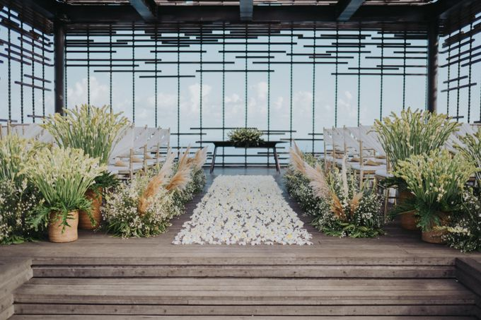 Romantic Modern Wedding at Alila Uluwatu Bali by Silverdust Decoration - 004