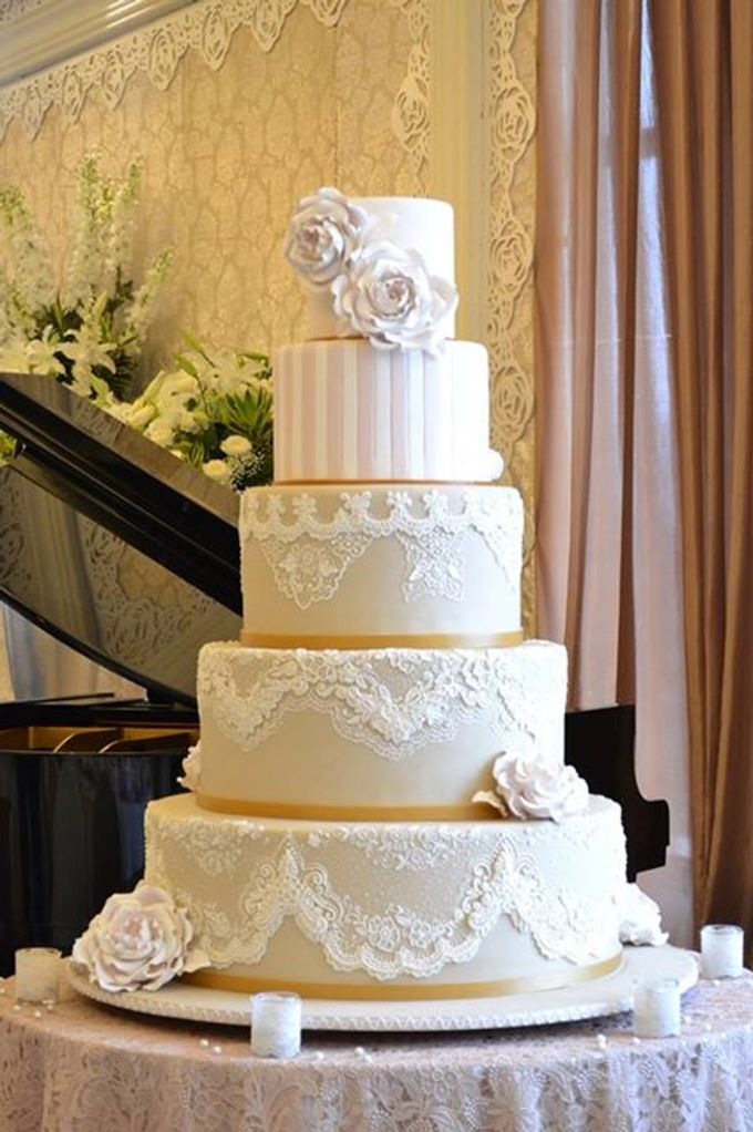 5 Layers Wedding Cakes By Lenovelle Cake Bridestory Com