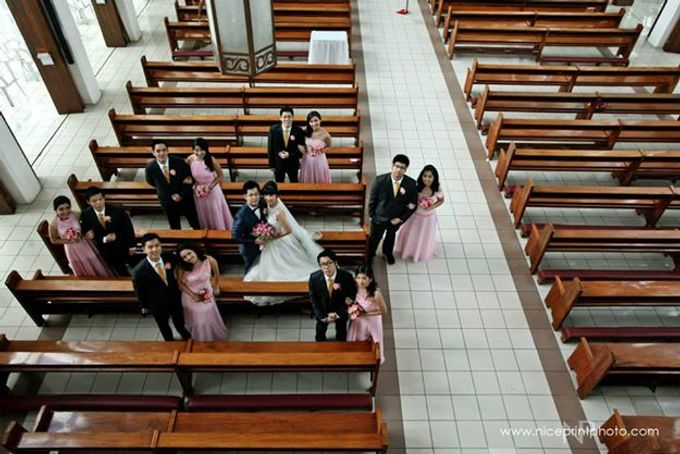 THE BRIDE WITH HER GROOM AND ENTOURAGE by Peter Lim - 003