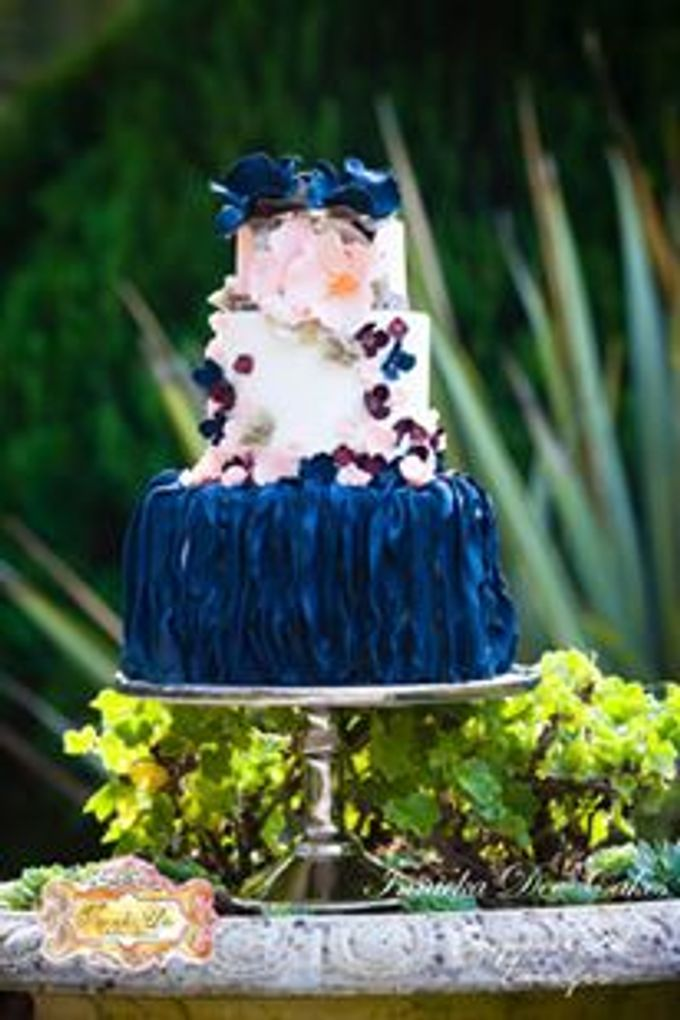 Bridal Photoshoot in the Dandenong Mountans by Innicka Dee Cakes - 009