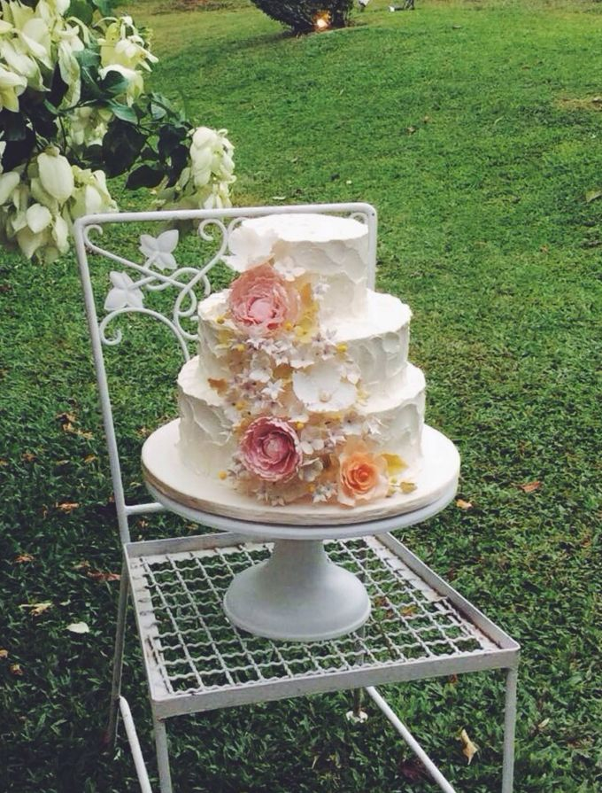 Sugar Floral with Buttercream by Rosette Designs & Co - 001