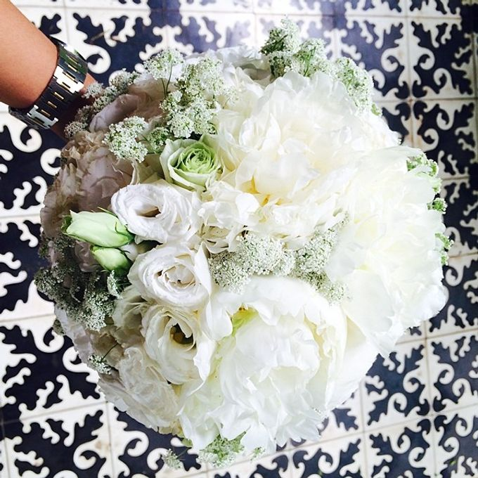 Bouquets  by Weddings by TV - 007